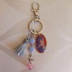 Bijoux de sac ou porte clef, résine, perles et pompon
