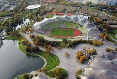 Munich Olympic Stadium / Frei Otto & Gunther Behnisch. Munchen, Deutschland. Tenso-estructura de cristal