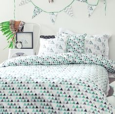 Introducing the Ashkii/Brave in a single bed quilt cover set.  Perfect for those sharing rooms or moving into a big bed.The quilt cover has our exclusive Teepee Triangle print which is bold and geometric on the top side.  The reverse is the Brave arrow print in black.  The quilt and pillowcase has a lovely tailored finish.Made from 100% cotton poplin for a lovely feel and finish and hand screen printed in eco friendly dyes.Any print variation is seen as a feature of the...