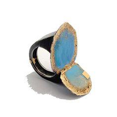 """Susanna Baldacci """"casa al mare"""" anello - argento ossidato, oro, resina, pigmenti."""