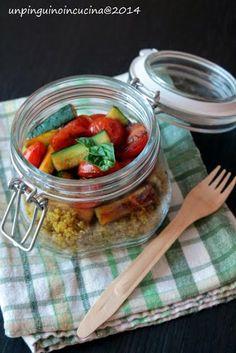 Un pinguino in cucina: Quinoa al profumo di curry con zucchine e pomodori caramellati - Curry-Scented Quinoa with Cherry Tomatoes and Courgettes