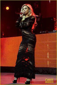 Beyonce Surprises Crowd at Jay Z's Pre-Super Bowl Concert! | beyonce surprises crowd at jay zs pre super bowl concert 07 - Photo