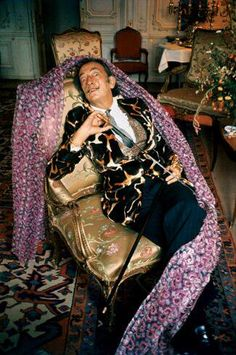 Salvador Dali by Ara Guler // Famous Artists, Great Artists, Salvador Dali Kunst, Sophia Loren, Art History, Pop Culture, Celebrities, Image, Collection