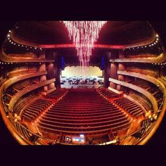 Designed as a 21st century reinterpretation of the traditional opera house, the Margot and Bill Winspear Opera House seats 2,200 in a traditional horseshoe configuration. The facility is home to the Dallas Opera and Texas Ballet Theater.