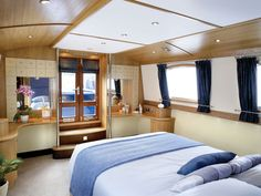 The Henley Widebeam Metrofloat Canal (House) Boat Bedroom Barge Boat, Canal Barge, Barge Interior, Yacht Interior, Interior Ideas, Small Space Living, Tiny Living, Canal Boat Interior, Narrowboat Interiors