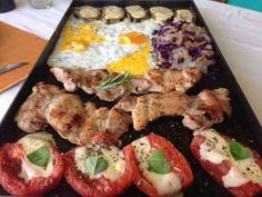 la plancheta - Buscar con Google Sushi, Chicken, Meat, Ethnic Recipes, Food, South America, Google, Plate, Homemade Food