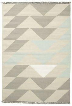 Questi tappeti sono tessuti principalmente a Darri, India, ma la produzione è presente anche in altre parti del Paese.  Si tratta di un tessuto kilim indiano realizzato in lana.