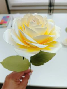 Paper Flowers Wedding, Giant Paper Flowers, Paper Art, Paper Crafts, Paper Flower Tutorial, Flower Center, Flower Template, The Masterpiece, Paper Decorations