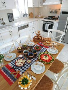 Breakfast Presentation, Food Presentation, Turkish Breakfast, Breakfast Time, Deco Table, A Table, Table Plate Setting, Kitchen Interior, Kitchen Decor
