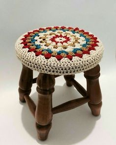 Crochet Round, Crochet Home, Knit Crochet, Crochet Doilies, Crochet Stitches, Stool Cover Crochet, Yarn Crafts, Sewing Crafts, Crochet Designs