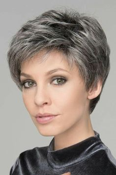 How to style the Pixie cut? Despite what we think of short cuts , it is possible to play with his hair and to style his Pixie cut as he pleases. Short Grey Hair, Short Hairstyles For Thick Hair, Short Hairstyles For Women, Short Hair Cuts, Bob Hairstyles, Short Hair Styles, Pixie Cuts, Blonde Roots, Haircut For Older Women