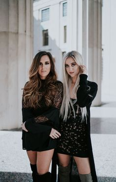 CHICAGO! We're coming to play a FULL BAND show on 12/22!! Come hang! Tickets available now at Meganandliz.com!