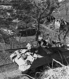 The American tank destroyer from the Tank Destroy Battalion moves along the mountain road to support the Mountain Division, which is moving north of Poretta to the Po Valley M10 Wolverine, Military Photos, Military History, M10 Tank Destroyer, Self Propelled Artillery, Us Armor, Tank Armor, Military Armor, History Online