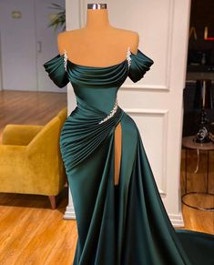 Glam Dresses, Event Dresses, Fashion Dresses, Emerald Dresses, Formal Dresses, Stunning Dresses, Beautiful Gowns, Pretty Dresses, Prom Outfits