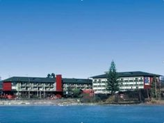 Rotorua Sudima Lake Rotorua Hotel New Zealand, Pacific Ocean and Australia Set in a prime location of Rotorua, Sudima Lake Rotorua Hotel puts everything the city has to offer just outside your doorstep. The hotel offers a high standard of service and amenities to suit the individual needs of all travelers. Take advantage of the hotel's 24-hour room service, facilities for disabled guests, Wi-Fi in public areas, car park, room service. Television LCD/plasma screen, carpeting, h...