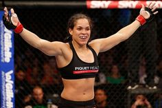 Amanda Nunes Annihilates Miesha Tate To Win UFC Title - http://www.lowkickmma.com/UFC/amanda-nunes-annihilates-miesha-tate-to-win-ufc-title/