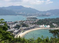 Luxury summer houses and apartments not far from Sai Kung seafood village. (Image: Mona Song/Vision Times) http://www.visiontimes.com/2015/07/16/boat-tour-of-sai-kung-geopark-in-hong-kong.html?photo=2
