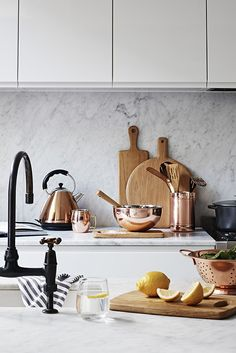 45 Inspiring Copper Rose Gold Kitchen Themes Decorations - Modern Home Design Rustic Kitchen, New Kitchen, Copper Kitchen Decor, Copper Kitchen Faucets, Rose Gold Kitchen, Deco Rose, Girl Bedroom Walls, Bedroom Furniture Stores, Kitchen Decor Themes