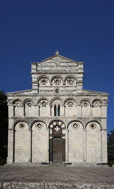 L'ex Cattedrale di San Pietro di Sorres è una chiesa della Sardegna in stile…