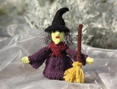 FREE pattern from Susie John's Knitted Finger Puppets: a spooky witch! Great fun for Halloween