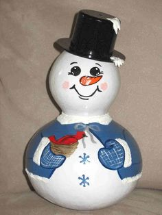 Snowman gourd by Gourdgeousbystacy Ladybug Crafts, Snowman Crafts, Fall Crafts, Holiday Crafts, Crafts To Make, Decorative Gourds, Hand Painted Gourds, Christmas Paintings, Christmas Art
