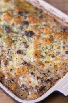 Chicken Enchiladas Discover Mushroom and Swiss Burger Casserole Recipe The rich taste of a great mushroom and swiss burger with all the comfort of a casserole! This Mushroom and Swiss Burger Casserole recipe is sure to be a family favorite! Hamburgers, Easy Casserole Recipes, Casserole Dishes, Casserole Ideas, Hotdish Recipes, Food Dishes, Main Dishes, Pasta Dishes, Comida Keto
