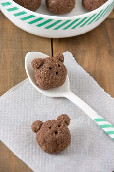 Little bears. Little bears of bread, banana and cacao by #littlecook. http://www.littlecook.es/index.php/es/little-cook/315-ositos