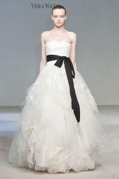 Vestidos de Novia en colores Blanco y Negro 1