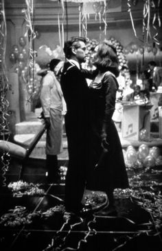 Kenneth Branagh and Emma Thompson as Roman Strauss and Margaret in Dead Again