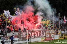 Bengalos & Rauch: Freundschaftsspiel SV Babelsberg 03 vs. FC St. Pauli. Ultras von St. Pauli zünden Pyrotechnik