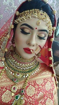 Beautiful Indian bride in traditional attire Indian Bridal Photos, Indian Bridal Outfits, Indian Bridal Fashion, Asian Bridal, Pakistani Bridal Makeup, Indian Wedding Makeup, Indian Wedding Jewelry, Bridal Lehenga, Bridal Jewelry