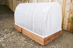 Un invernadero, aunque sea pequeño, siempre resulta muy útil para cualquier horticultor. Vosotros mismos podréis constuir vuestro propio invernadero de una forma sencilla