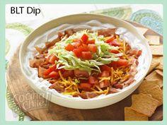 Delicioso dip a base de tocino, lechuga, tomate y quesos.