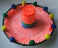 hoed van kartonnen bordje + beker