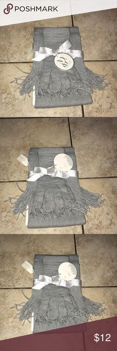 New York & Company Gloves And Scarf Set Gray Brand new New York & Company Accessories
