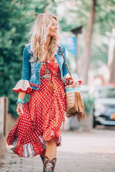 Bohemian jeans jacket boho look, roupa estilo boho и moda hi Hippie Stil, Mode Hippie, Boho Outfits, Fashion Outfits, Fashion Boots, Modest Outfits, Skirt Outfits, Fashion Clothes, Summer Outfits