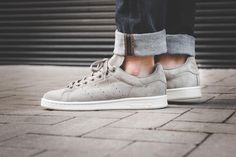"adidas Originals Dresses the Stan Smith in ""Trace Cargo"" - EU Kicks: Sneaker Magazine Adidas Fashion, Sport Fashion, Teen Fashion, Fashion Brands, Fashion Clothes, Adidas Stan Smith Grey, Stan Smith Grey Suede, Reebok, Adidas Mode"