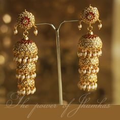 How To Clean Gold Jewelry With Vinegar Traditional Indian Jewellery, Traditional Earrings, Indian Wedding Jewelry, Bridal Jewelry, I Love Jewelry, Gold Jewelry, Indian Earrings, Gold Jewellery Design, India Jewelry