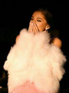 Ariana e arianators... pelo desastre de hj