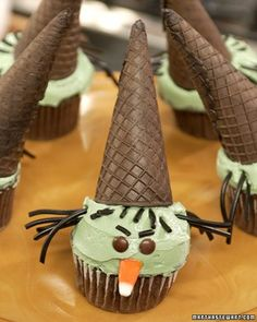 Wicked Witch Cupcakes for Halloween. What a great idea.