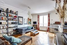 Beautiful, spacious and very bright 2-bedroom apartment for sale in the 7th district of Paris on Avenue de la Motte-Picquet. Excellent family flat in a nice quarter of the capital close to Les Invalides. https://www.glamourapartments.com/real-estate/for-sale/motte-picquet