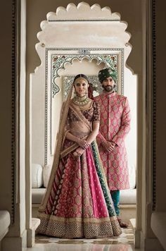 Sabyasachi Mukherjee has never failed to impress us with his stunning wedding attire collections. Look at the latest Sabyasachi lehenga designs to give a treat to your eye. Sabyasachi Lehenga Bridal, Indian Bridal Lehenga, Indian Bridal Outfits, Indian Bridal Fashion, Indian Bridal Wear, Indian Designer Outfits, Indian Dresses, Anarkali, Indian Designers