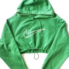Reworked Nike Crop Hoody Green (365 NOK) ❤ liked on Polyvore featuring tops, green top, green crop top, crop top, nike and nike tops