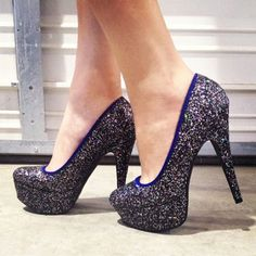 Looks like my prom shoes, but blue instead!