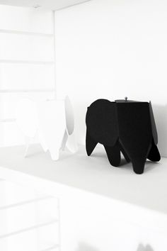 | DIY: Paper Eames elephant. Tuturial on: http://smäm.se/2013/april/fredagstips-elefanter-i-papper.html. Adore them! |