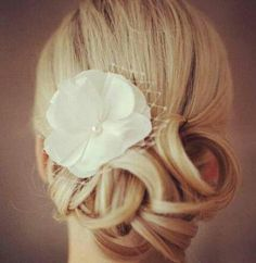 Sweet hairdo for the bride