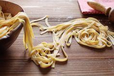 Comment faire ses pâtes maison Quiches, Fresco, Yummy Food, Tasty, Polenta, Couscous, Food Videos, Pasta Recipes, Coco