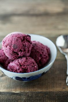 Black Raspberry and Vanilla Bean Ice Cream- yum!