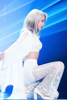 Check out Mamamoo @ Iomoio Korean Women, South Korean Girls, Korean Girl Groups, Solar Mamamoo, K Pop, Mode Ulzzang, Singer Fashion, Spice Girls, Kpop Fashion