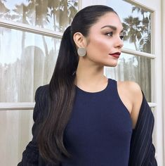 Vanessa Hudgens with high ponytail hair style and red lipstick makeup look Style Vanessa Hudgens, Vanessa Hudgens Makeup, Coachella Vanessa Hudgens, Vanessa Hudgens Short Hair, Elegant Ponytail, Sleek Ponytail, Slicked Back Ponytail, Hair Inspo, Hair Inspiration